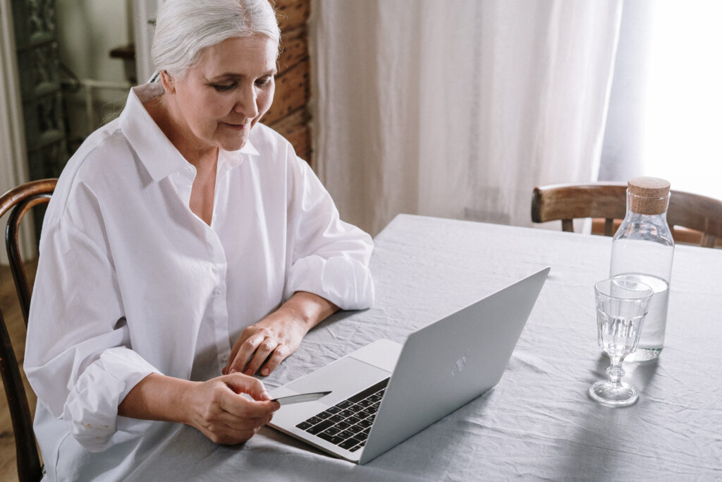an-old-woman-using-a-laptop-4057758